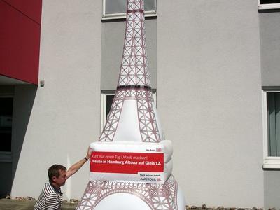 Aufblasbarer Eiffelturm