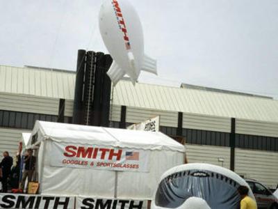 Helium-Zeppelin für Smith