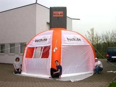 Aufblasbarer Pavillon für buch.de