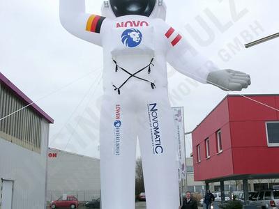 Riesengroße Figur