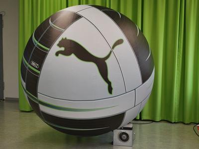 Aufblasbarer Riesenfußball