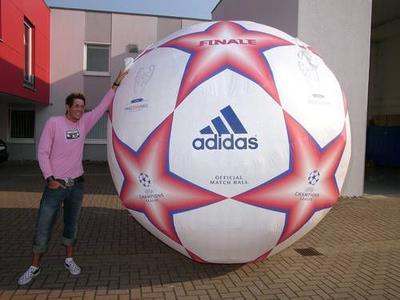 Riesenfußball