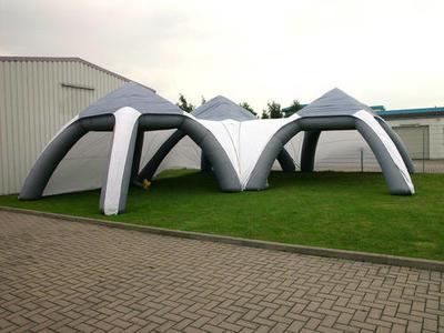 Aufblasbarer Pavillon, vierbeinig, zusammengesetzt